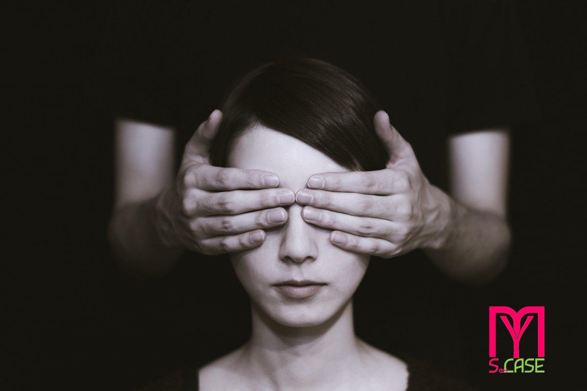 Blindfolding-la-visione-del-sesso-ad-occhi-chiusi.